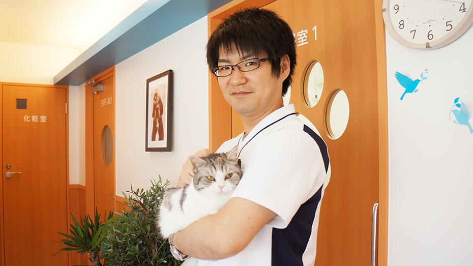 とも動物病院②櫻井先生とマンチカンのいちごちゃん